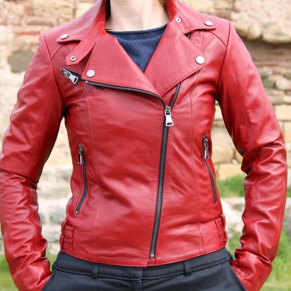 Дамско яке от Агнешка кожа цвят тъмно червен