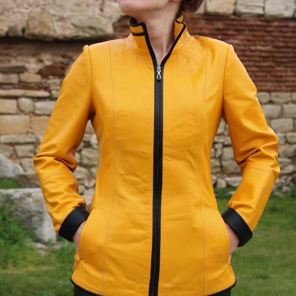 Дамско яке от Агнешка кожа цвят жълто