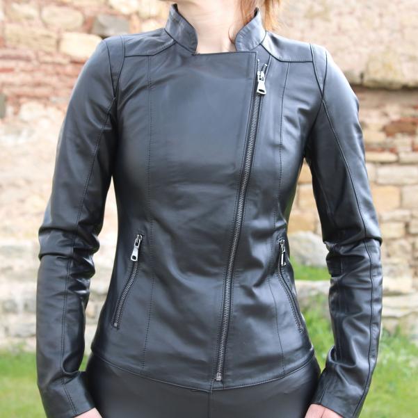 Дамско яке от Агнешка напа цвят черен