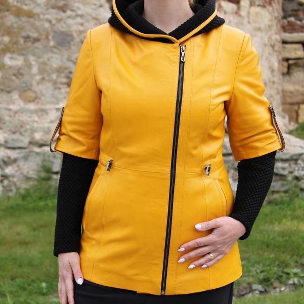 Дамско яке от Агнешка напа цвят жълт