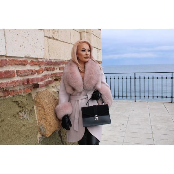 Палто от Алпака с богата яка от лисица цвят розов