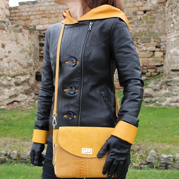 Дамско яке от Агнешка напа с качулка цвят черен, комбиниран с горчица