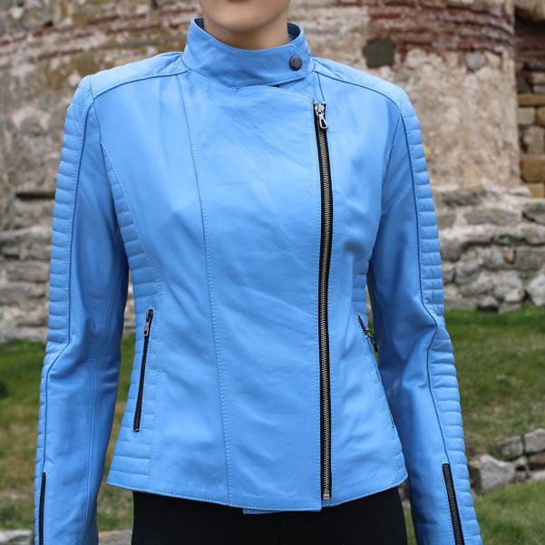 Дамско яке от агнешка кожа цвят светло син